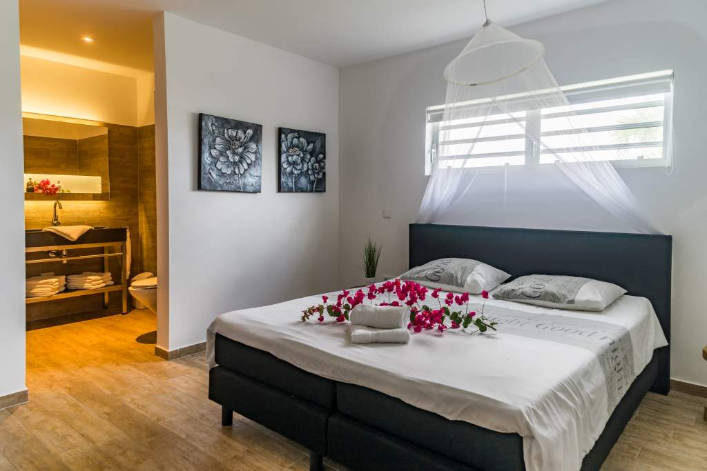 Vakantie Villa Curacao slaapkamer 1 rechts. Het vriendelijk Curaçao wacht op u.