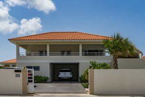 Ingang vakantie Villa op Curacao. Het vriendelijk Curaçao wacht op u.